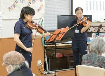 スタッフによるヴァイオリン二重奏
